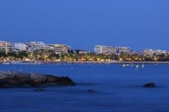 Cannes dans les Frances le soir Images libres de droits