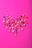 Cannes de sucrerie multicolores Jour de Valentine Photos libres de droits