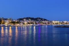 Cannes em França na noite Fotografia de Stock Royalty Free
