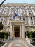 Cannes - främre ingång av Carlton Hotel Arkivbilder