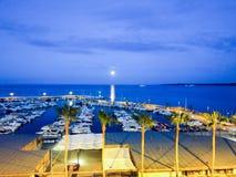 Cannes - iate pequenos ancorados no porto imagem de stock