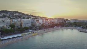 Cannes, Luchtmening over croisette bij zonsopgang stock video