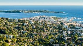 Cannes mit Ile-Heilig-Gänseblümchen und Heiligem Honorat im Herbst stockfotografie