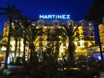 Cannes - Nachtmening van Hotel Martinez stock foto's