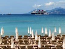 Cannes - paraguas en una playa Foto de archivo libre de regalías