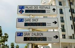 Cannes - poste indicador del camino Fotografía de archivo libre de regalías
