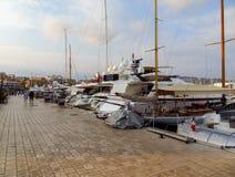 Cannes - yachter som ankras i port Le Suquet Royaltyfria Foton