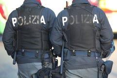 Cannettes de fil italiennes avec les mots POLIZIA qui signifie la POLICE en italien Photos libres de droits