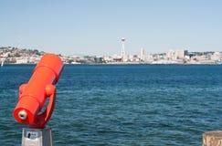 Cannocchiale nella sosta della spiaggia di Alki di Seattle fotografia stock