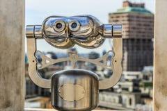 Cannocchiale turistico per la vista della città di panorama Immagini Stock Libere da Diritti