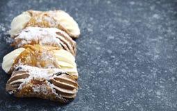 Cannoli που γεμίζεται σισιλιάνο με το τυρί ricotta Στοκ Εικόνες