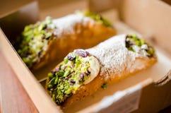 Cannoli con la consegna dell'alimento del pistacchio immagine stock libera da diritti