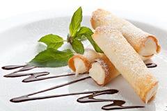 Cannoli. Sicilian bakelseefterrätter. Arkivfoton