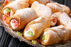 Cannoli van Italianï¿ gebakjes ½ met kaasroom en gekonfijte vrucht CLO royalty-vrije stock afbeeldingen