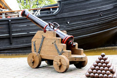 Cannon and cannon balls Royalty Free Stock Images