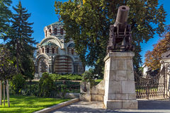 Cannon from the Russo-Turkish War of 1877-1878 and St. George the Conqueror Chapel Mausoleum, Pleven, Bulgaria. Cannon from the Russo-Turkish War of 1877-1878 royalty free stock photos
