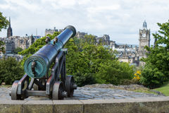Cannon on top of Claton Hill. In Edinburgh stock photography