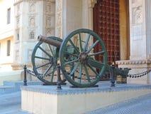 Cannone all'entrata del palazzo della città, Udaipur Immagine Stock Libera da Diritti
