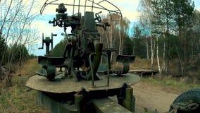 Cannone antiaereo delle truppe di artiglieria video d archivio