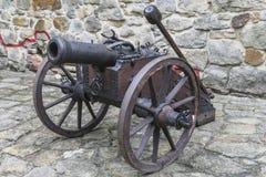 Cannone in castello Tropsztyn in Polonia fotografie stock
