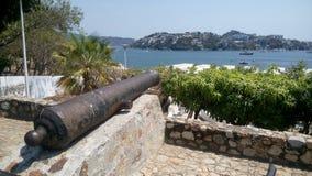 Cannone che indica il mare fotografie stock libere da diritti