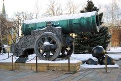 Cannone dello zar (re Cannon) in Cremlino di Mosca nell'inverno Immagini Stock