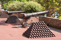 Cannone e sfere di cannone. La Monaco Fotografie Stock Libere da Diritti