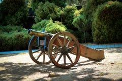Cannone nel cortile del castello di Smolenice immagine stock