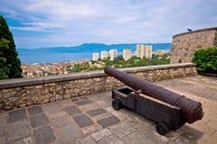Cannone sopra la città di Rijeka Immagine Stock Libera da Diritti