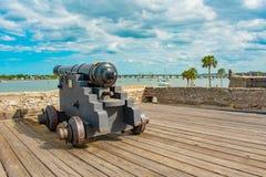 Cannone su gundeck in Castillo de San Marcos Fort 4 immagini stock libere da diritti