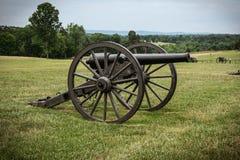 Cannone su un campo di battaglia della guerra civile Fotografia Stock