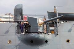 Cannone sull'aurora rivoluzionaria leggendaria dell'incrociatore al plac Fotografia Stock