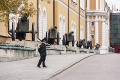 Cannone sulla mostra a Mosca kremlin fotografie stock libere da diritti