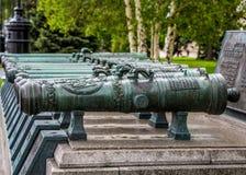 Cannoni bronzei nella linea Fotografia Stock Libera da Diritti