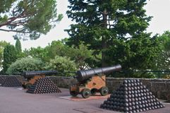 2 cannons with cannon-balls Royalty Free Stock Images