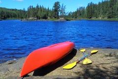 Canoë au lac Photos libres de droits