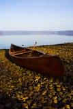 Canoë de repos au lac Toya, Hokkaido, Japon Photos libres de droits