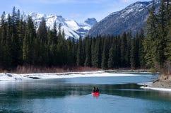 Canoë-kayak de bateau au canyon de Banff Sundance photographie stock libre de droits