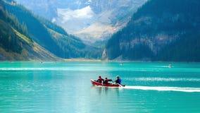 Canoë-kayak de Lake Louise banque de vidéos
