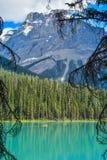 Canoë sur Emerald Lake Yoho Canada image libre de droits