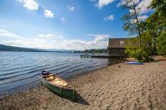 Canoë sur le lac Image libre de droits