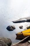 Canoë sur le lac Image stock