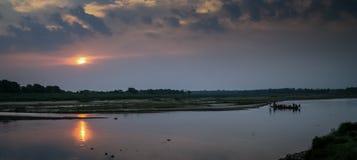 Canoë sur une rivière Photographie stock libre de droits