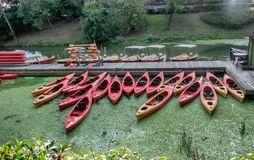 Canoës à Wroclaw à la rivière Odra à Wroclaw en Pologne images stock