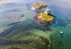Canoës aériens recueillant autour du rôdeur historique de château dans Argyll photos libres de droits