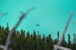 Canoës chez Lake Louise de au-dessus de 2 images stock
