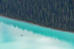 Canoës chez Lake Louise de au-dessus de 3 photo libre de droits