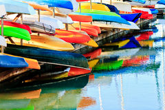 Canoës colorés Image libre de droits