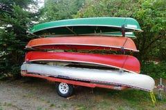 Canoës de club d'aviron sur une remorque image libre de droits