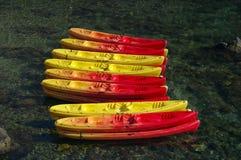 Canoës de couleur photo stock